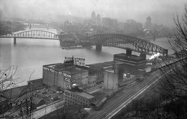 Black and white photo of Pittsburgh and the three rivers in 1941